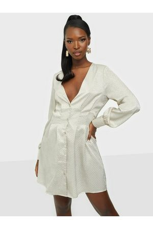 Missguided Dame Hverdagskjoler - Cinched Waist A Line Mini Dress Cream