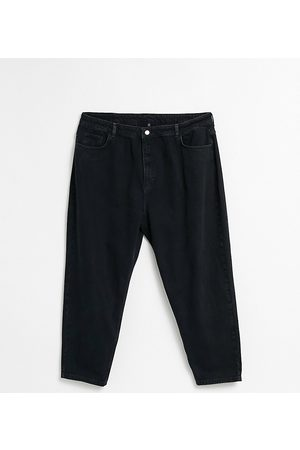 Reclaimed Vintage Inspired 89' tapered jean in washed black curve