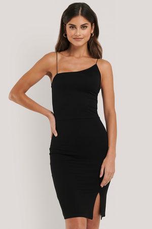 NA-KD Dame Korte kjoler - Asymmetric Strap Short Dress