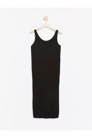 Lindex Ermeløs MOM-kjole
