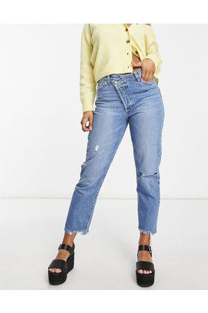 Stradivarius Stepped waist mom jeans in medium blue