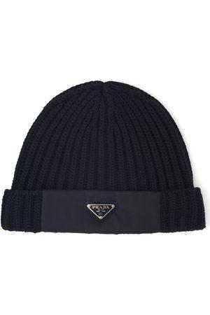 Prada Herre Hatter - Logo rib-knit beanie hat