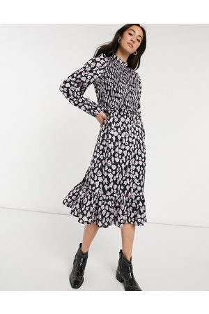 Vero Moda Midi smock dress with shirred detail in black and lilac floral-Multi