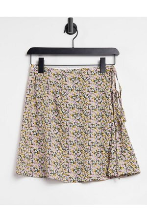 Fashion Union Exclusive wrap mini beach skirt with tie detail in floral co-ord-Multi