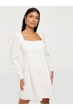 Forever New Dame Festkjoler - Puff Long Sleeve Dress