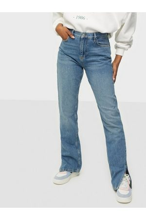 NLY Trend Cheeky Fit Slit Denim