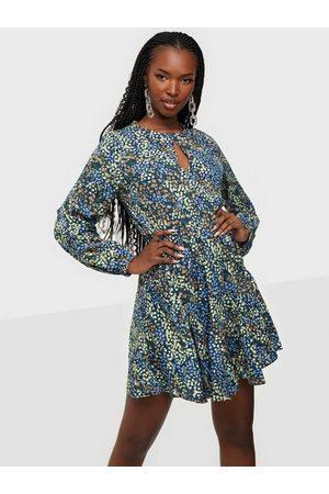 JACQUELINE DE YONG Dame Korte kjoler - Jdymia L/S Short Dress Wvn