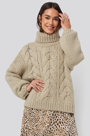 NA-KD Dame Strikkegensere - Wool Blend High Neck Heavy Cable Knitted Sweater