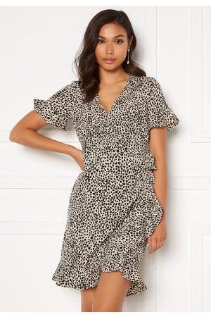 Vero Moda Henna 2/4 Wrap Frill Dress Oatmeal/ AOP: Lizzy S