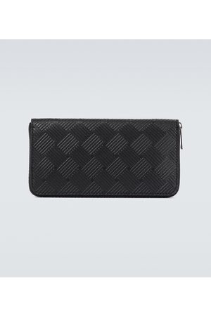 Bottega Veneta Herre Lommebøker - Debossed leather zip-around wallet