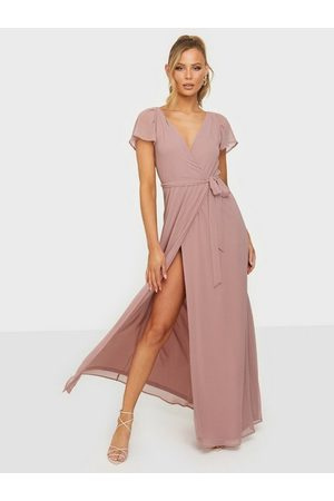 NLY Eve Greatest Sleeve Gown