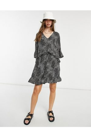 Vero Moda Smock dress with frill sleeve in black abstract print-Multi