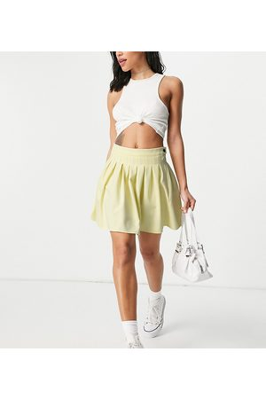 Missguided Pleated tennis skirt in yellow