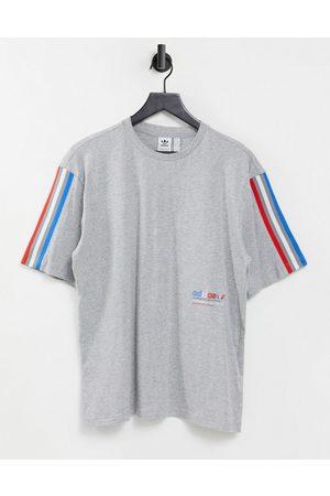 adidas Adicolor trefoil t-shirts in grey