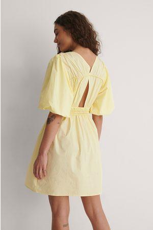NA-KD Dame Korte kjoler - Minikjole Med Åpne Ryggdetaljer