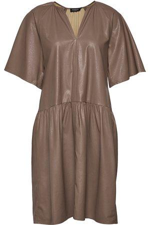 Soaked in Luxury Dame Festkjoler - Sldeside Dress Ss Dresses Party Dresses