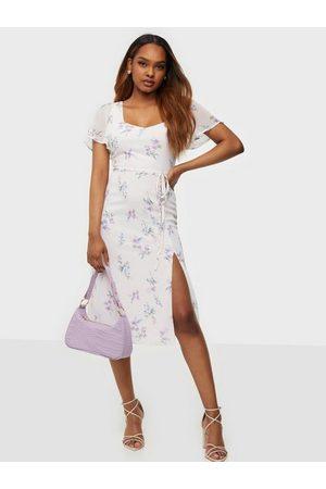 NLY Trend Dame Festkjoler - Frill Sweetheart Dress Blomstrete