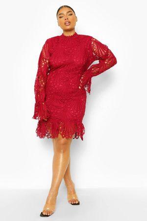 Boohoo Dame Hverdagskjoler - Plus Lace High Neck Ruffle Mini Dress