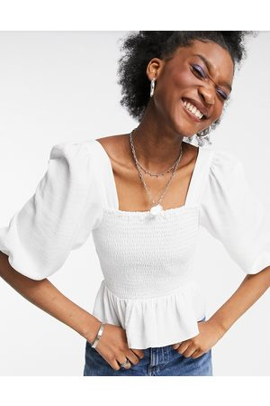 New Look Shirred body blouse with volume sleeve in off white