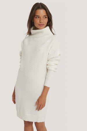 NA-KD Dame Korte kjoler - Ribbestrikket Kjole