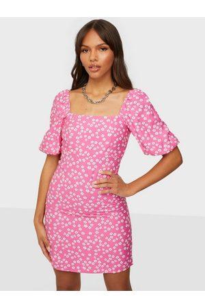 Glamorous Dame Hverdagskjoler - Square Neck Mini Dress