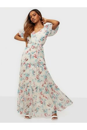 NLY Eve Deep Back Volume Gown