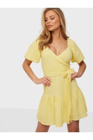NLY Trend Dame Festkjoler - Structured Wrap Dress