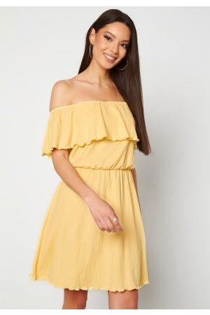 BUBBLEROOM Dame Off shoulder kjoler - Eliza offshoulder dress Light yellow L