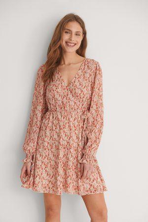 NA-KD Dame Korte kjoler - Omslagsminikjole Med Struktur