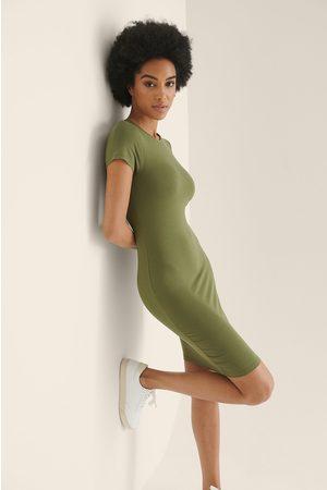 NA-KD Dame Bodycon kjoler - Økologisk Stram T-skjortekjole