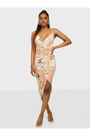 NLY One Dame Festkjoler - Wrap Ruched Print Dress Coral