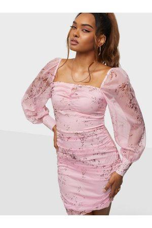 Parisian Dame Festkjoler - Sheer Sleeve Mini Dress