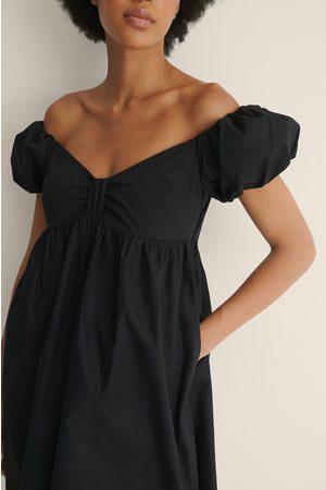 NA-KD Dame Korte kjoler - Økologisk Off Shoulder-minikjole