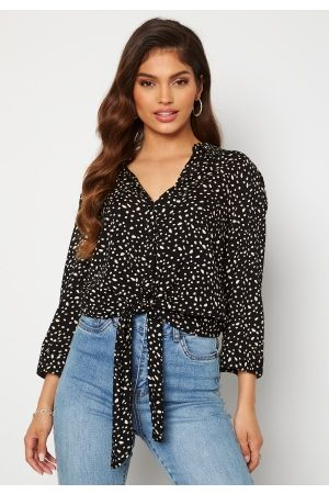 Happy Holly Dame Bluser - Juliette ss knot shirt Black / Offwhite 32/34