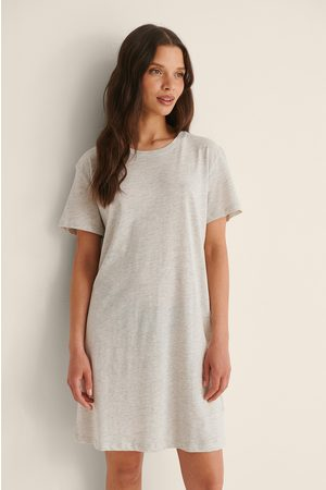 NA-KD Basic Økologisk T-skjortekjole