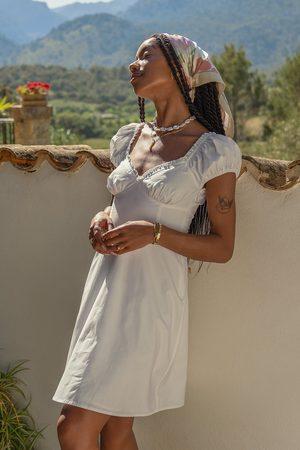 Amaka Hamelijnck x NA-KD Dame Korte kjoler - Minikjole Med En Skåldetalj
