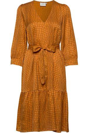 Gestuz Tabbygz Dress Ms20 Knelang Kjole Gul