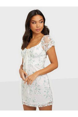 Love Triangle Dame Festkjoler - Olivia Lace Mini Dress