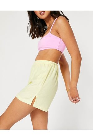Missguided Co-ord towelling shorts in lemon-Yellow