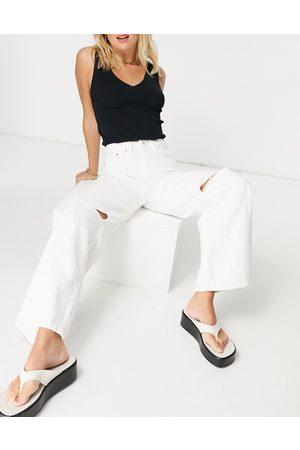 Bershka Wide leg 90s jean with knee rip in white