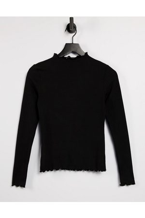 ONLY Dame Langermede - T-shirt with lettuce edge and long sleeve in black