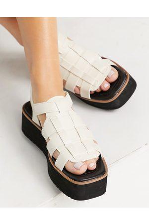 Stradivarius Dame Platåsandaler - Flatform multi strap sandal in white