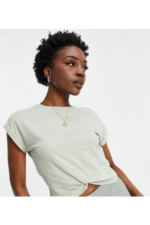 ONLY Dame Kortermede - Organic cotton cropped t-shirt with twist front in green