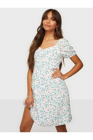 Pieces Pcpipa Ss Dress D2D Bright White Pink Flowers