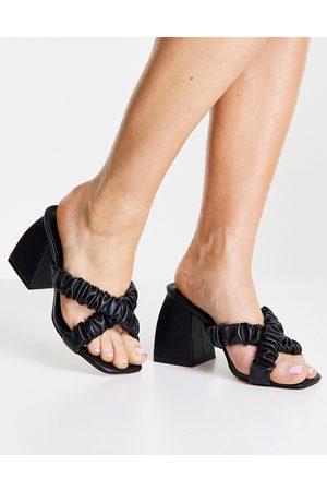 Public Desire Dame Høyhælte sandaler - Elsa cross strap heeled mules in black