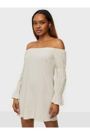 NLY Dame Off shoulder kjoler - Off Shoulder Linen Dress