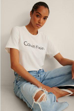Calvin Klein Dame Kortermede - Reconsidered Tee