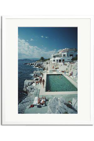 Sonic Editions Herre Capser - Framed Slim Aarons Pool Hotel Du Cap Eden Roc