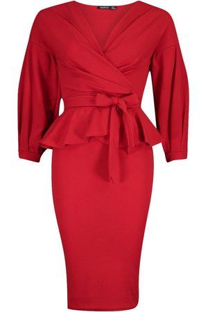 Boohoo Dame Bodycon kjoler - Off The Shoulder Wrap Peplum Midi Dress
