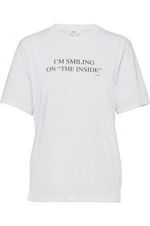 Victoria Victoria Beckham I'M Smiling On The Inside T-Shirt T-shirts & Tops Short-sleeved